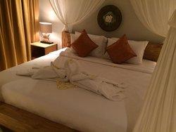 Room 808 So romantic bed