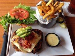 Burger Tavern 77