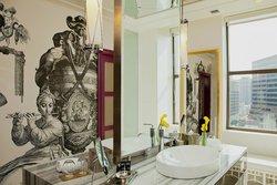 Majestic Suite Bathroom