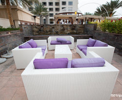Horizon Lounge at the Habtoor Grand Resort, Autograph Collection, A Marriott Luxury...
