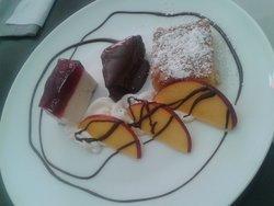 Momo Cafe & Restaurante
