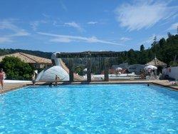 Área das piscinas externas Monte Real Resort