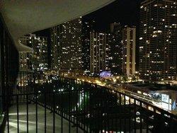 Abendlicher Blick vom Balkon in Richtung Lake
