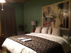 Very comfortable Sage room