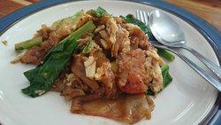 Fried noodle with pork (Paad Se-ew)