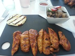 Mexican chicken strips, roasted veg and hallomi