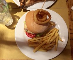 Burger with inion rings