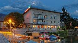 Week-End Hotel