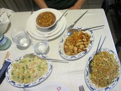 Zuppa agropiccante, riso cantonese, pollo con mandorle