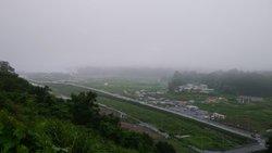 商店街からすぐのところにある志津川中学校から見た志津川の景色