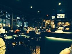 Leo's Midway - Garden City Bar & Restaurant