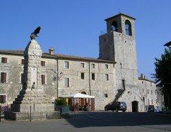 La Cruccolo in the piazza of Acqualoreto