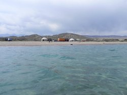 Strand in de buurt van Ak-Sai
