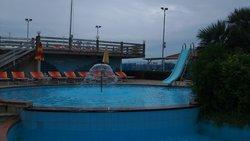 бассейн в 2х уровнях
