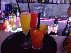 Mama Cafe Lounge Bar