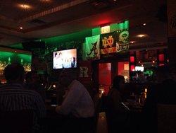 Ashton's Bar & Restaurant