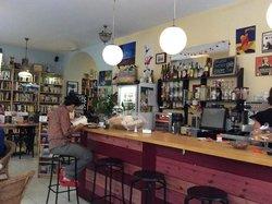 La Clandestina Libreria-Cafe
