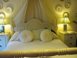 Lovely bed in 'Apple'