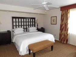 Master bedroom, Fountains villa