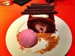Rati Rati Roll Cake