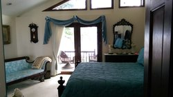 Sharon's Lakehouse Bed & Breakfast