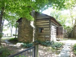 Historic Ogle Log Cabin in DOWNTOWN Gatlinburg