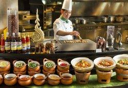 Regal Airport Hotel - Cafe Aficionado