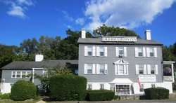 Old Riverton Inn
