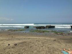 Beach 10 mins away