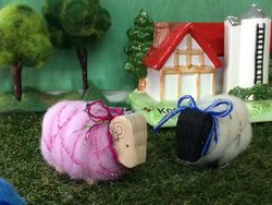 ウール館で作ったまきまき羊(小学校低学年から出来ます)
