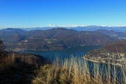 Blick nach Serpiano und zum Luganer See vom Monte San Giorgio aus
