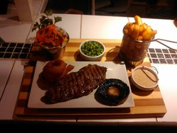 Gourmet Lounge