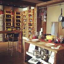 Au Vin Wine Shop and Tasting Bar