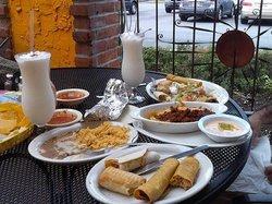Pelanchos Mexican Grill