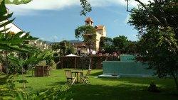 Alberca y Jardin (112589500)