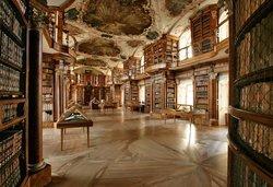 مكتبة الدير