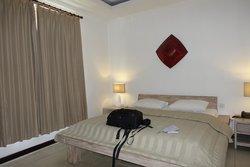 Hard mattress, noisy airconditioning unit.