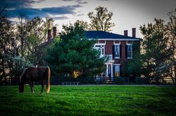 1851 Historic Maple Hill Manor Bed & Breakfast