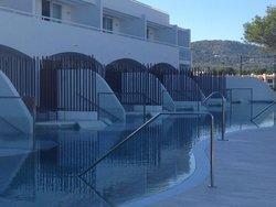 Swim up rooms private pool