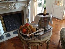 Complementary Champagne in Suite Hervé III de Longaunay