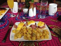 Eggs Benedict at Heaven