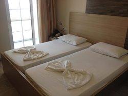 Delfini Hotel & Restaurant