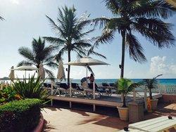 Sunbathing platform at breakfast time