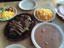 Los Reyes Mexican Grill