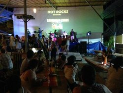 Hot Rocks Restaurant - Bar - Bands & Musicians