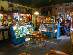 ‪Outlaw's Antiques & Cafe‬