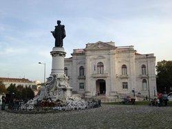 Estátua de Sousa Martins