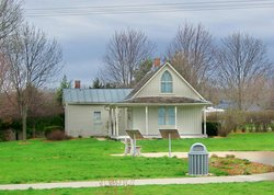 Grant Wood Tourism Center and Gallery