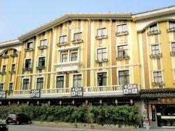 Shengbaoluo Holiday Hotel