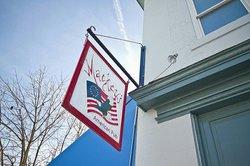 Mackey's American Pub